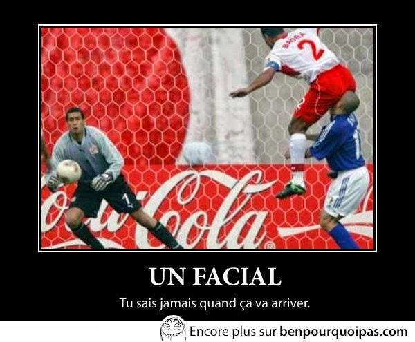 demotival-un-facial, joueur de foot se retrouve avec le cul d'un joueur dans le visage