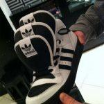 Adidas… trois, c'est poche, je vais attendre quatre
