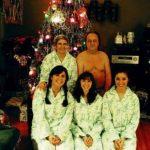 Une photo de famille étrange pour Noël…