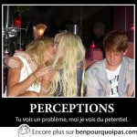 Deux filles s'embrassent, question de perception