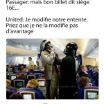 Nouvel agent de bord United Airline qui sort les passagers