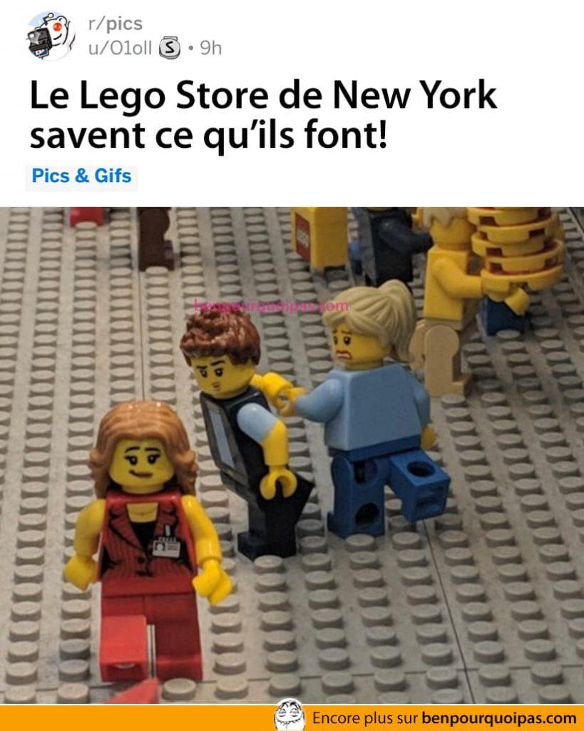Le Lego Store de New York sais ce qu'il fait meme fille en rouge
