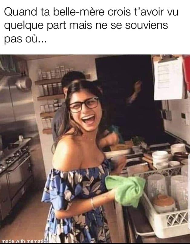 mia khalifa doing the dishes