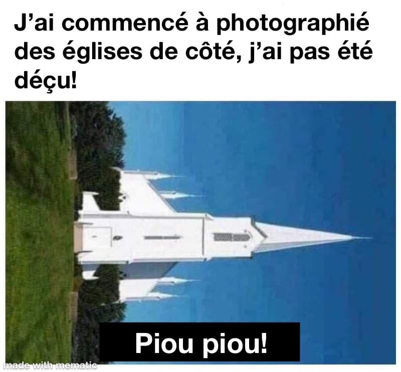une église photographié de côté ressemble à un jet
