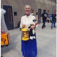 Cosplay de grand-mère avec titi et rominet... il n'y a pas d'âge pour s'amuser!