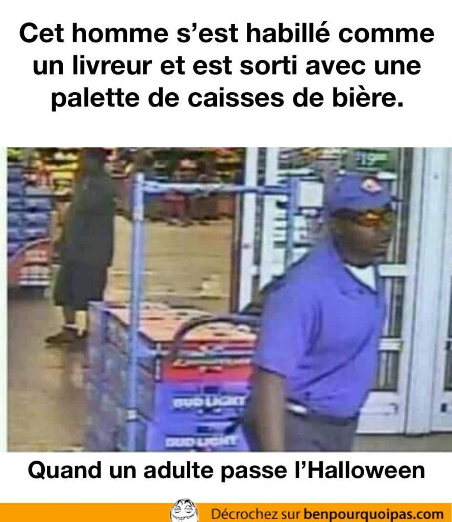 Quand un adulte passe l'Halloween: déguisé en livreur, il sors avec de la bière