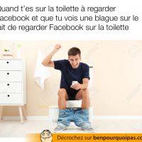 Regarder Facebook assis sur la toilette...