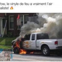 Un vinyl de flamme vraiment réaliste sur un camion pickup