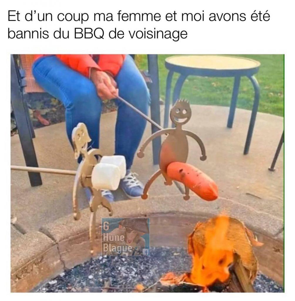 Comment se faire bannir d'un barbecue de voisins. Guimauves an paire de seins et saucisse en penis